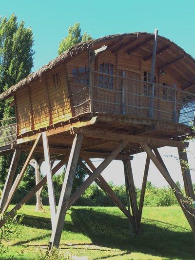 Cabane-perchée-camping