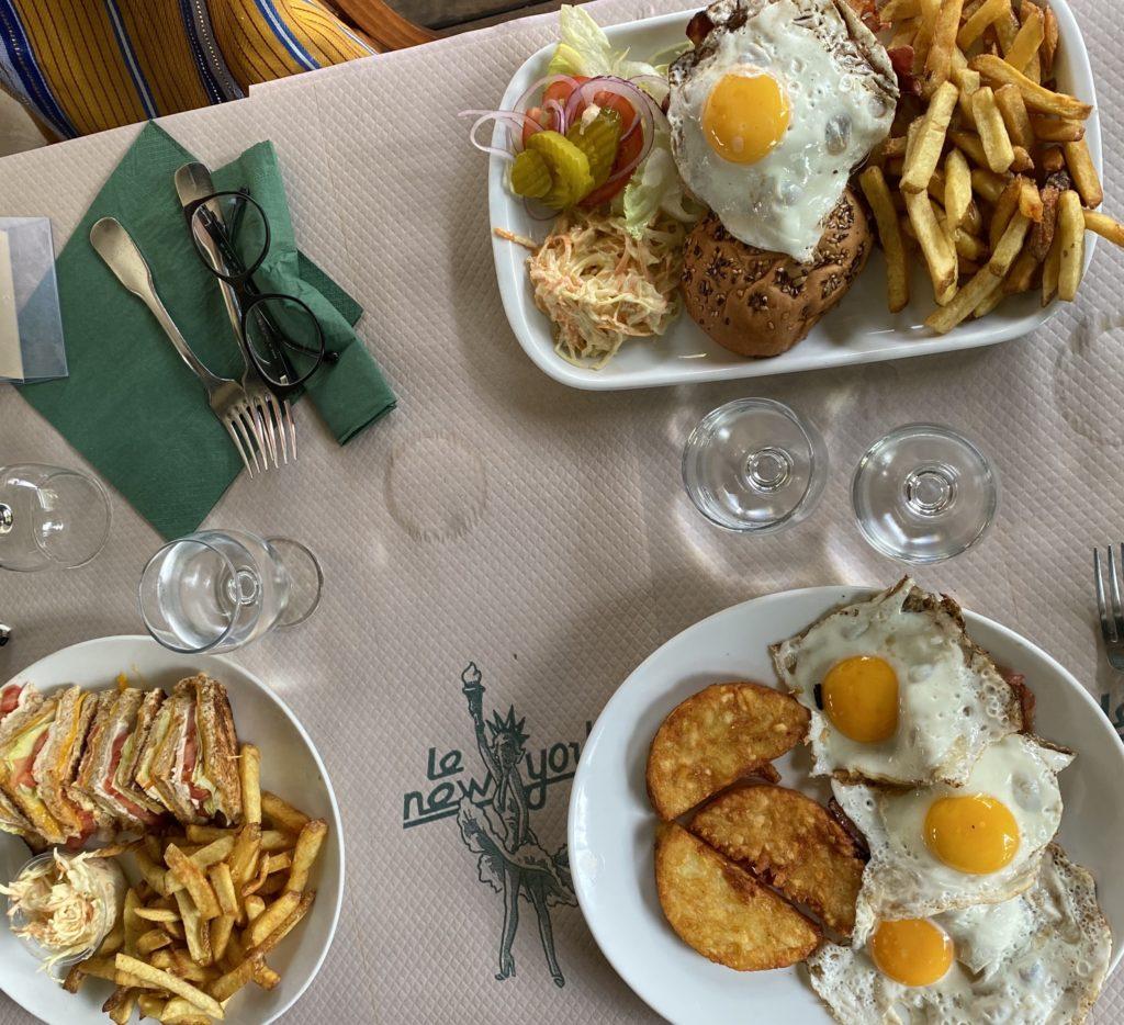 Hamburgers coleslaw, club sandwiches au New-York au chesnay